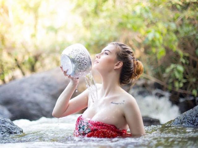 Quiz: Thói quen khi tắm sẽ nói lên bạn là người e thẹn hay dữ dội