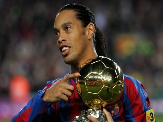Sốc với cách Barcelona đối xử huyền thoại Ronaldinho ở trong tù