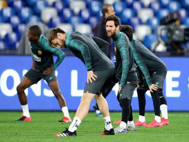 """""""Ông trùm"""" Messi từ chối giảm lương: Hé lộ lý do, nội bộ Barca chia rẽ"""