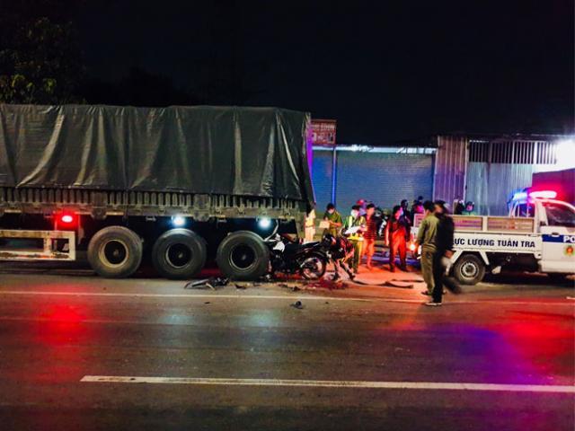 Tông đuôi xe container trong đêm, 2 thanh niên tử vong