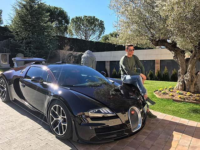 """Ronaldo bị chê từ thiện """"ít"""" chỉ 15 tỷ, sắm siêu xe nhiều gấp 17 lần"""