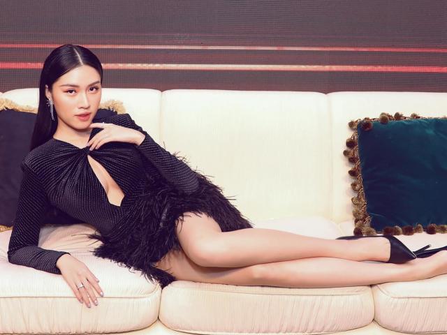 Đời thực gợi cảm của nữ MC VTV sở hữu đôi chân dài 1m1