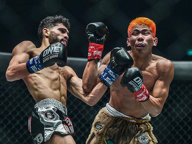 Võ sĩ Thái Lan mất đai thế giới sau khi đá vào chỗ hiểm đối thủ