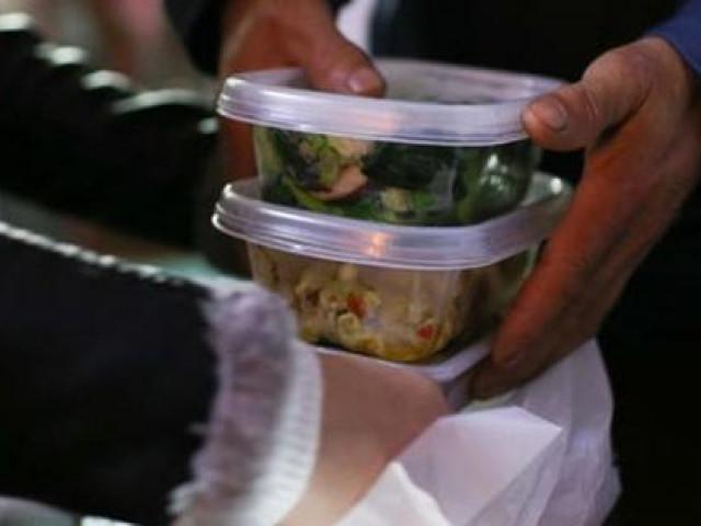 """Gọi đồ ăn về nhà mùa dịch, ai cũng cần biết những nguyên tắc sau để COVID-19 không """"ghé thăm"""" nhà bạn"""