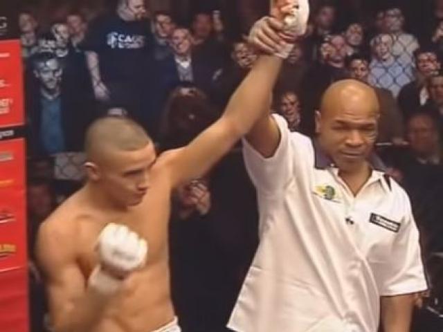 Mike Tyson từng lên sàn MMA, tự tay trao chiến thắng cho kẻ khác