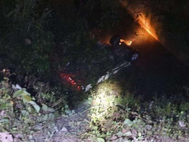 Ô tô mất lái lao xuống cống, 2 người tử vong, 4 người phải cấp cứu