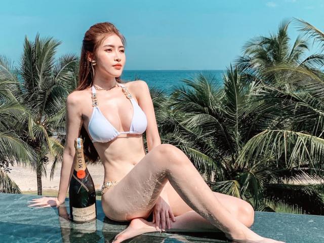 """""""Nóng bỏng mắt"""" với thân hình siêu quyến rũ của người mẫu 9X Thảo My"""