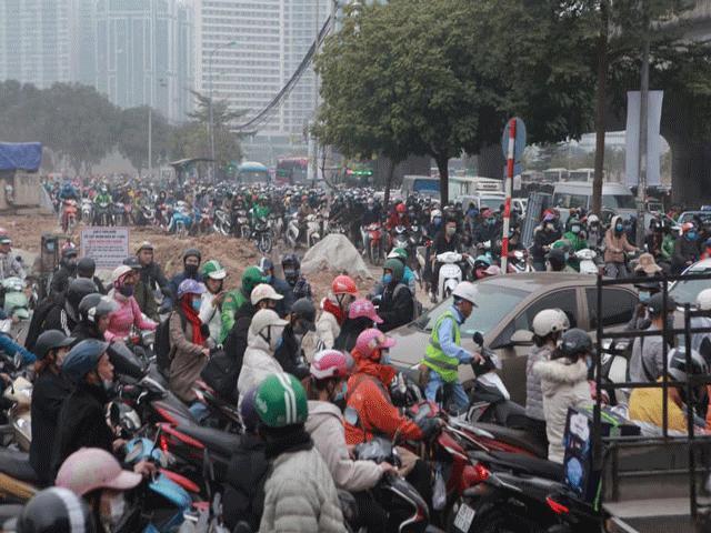 Hà Nội ùn tắc kinh hoàng trên đường Phạm Hùng