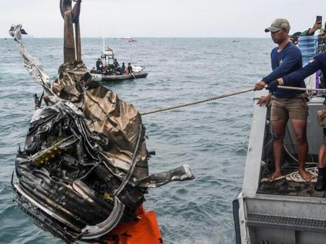 Indonesia: Trục vớt thành công hộp đen máy bay chở 62 người gặp nạn