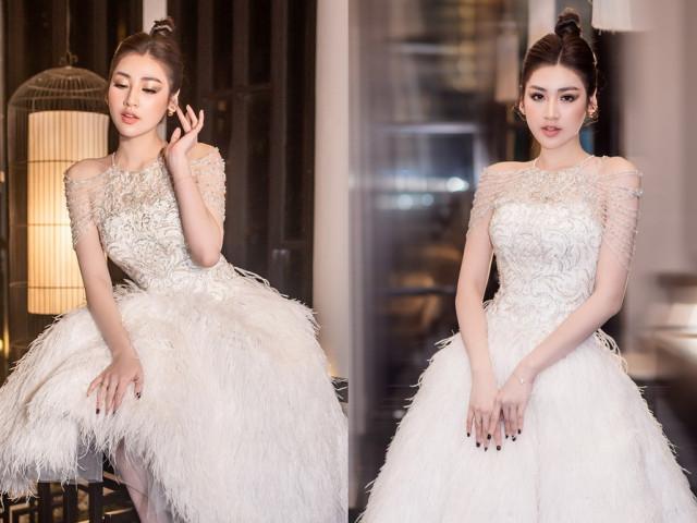 Á hậu Tú Anh diện váy lông vũ cực quyến rũ, đẹp yêu kiều tựa 'thiên nga trắng'
