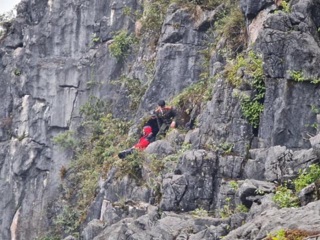"""Diễn biến mới vụ du khách rơi xuống khe đá khi leo ra mỏm đá """"tử thần"""" chụp ảnh"""