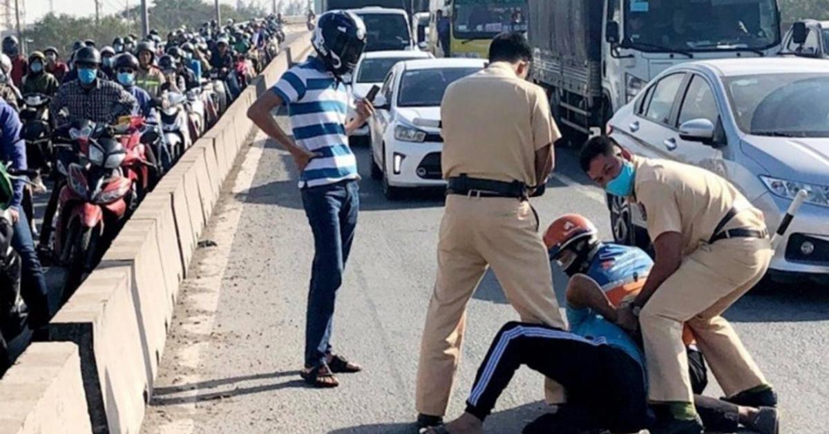 Báo động người vi phạm giao thông tấn công CSGT