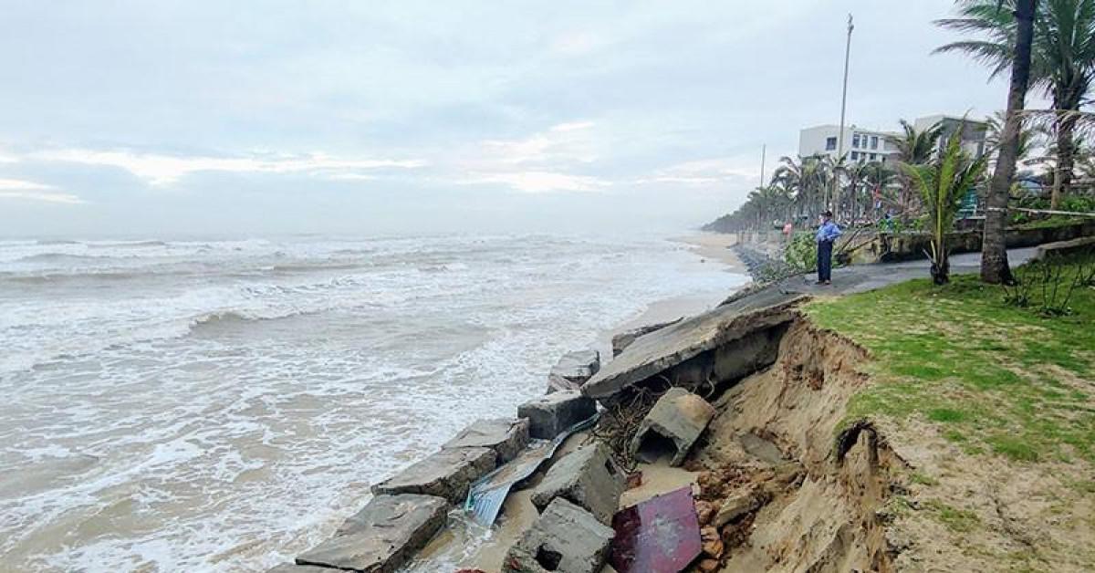 Lý do bờ biển Đà Nẵng bị sóng xé tan hoang