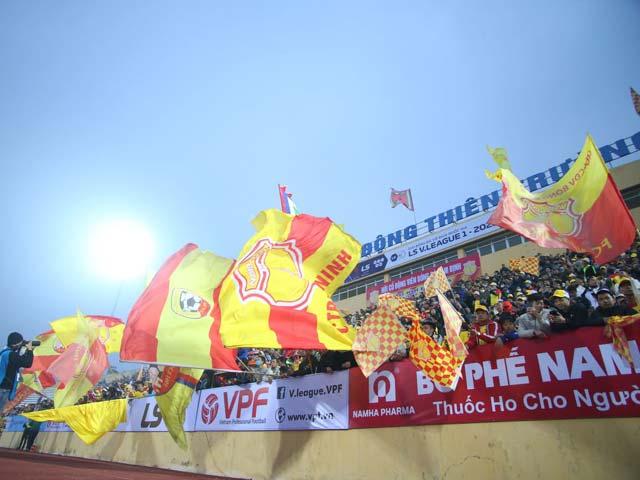 """FIFA - AFC """"choáng"""" với sân Thiên Trường, không hoãn trận Việt Nam - Malaysia"""