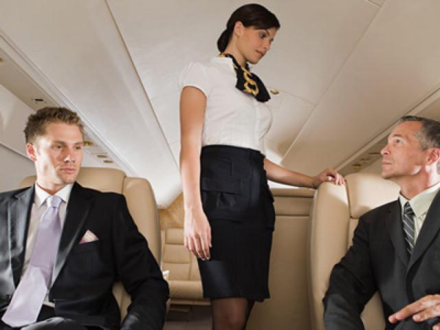 Hé lộ những sự thật khó ngờ phía sau cuộc sống hào nhoáng của nghề tiếp viên hàng không