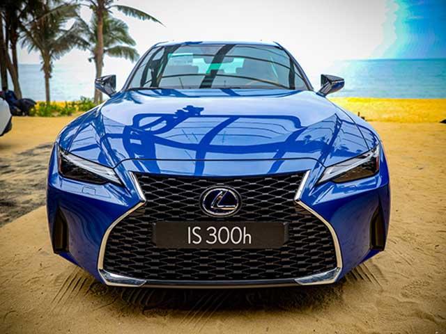 Giá lăn bánh Lexus IS thế hế mới tháng 1/2021 tại Việt Nam