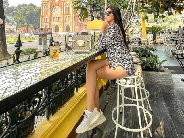 Hoa hậu Đỗ Thị Hà khoe đôi chân cực phẩm 1m11