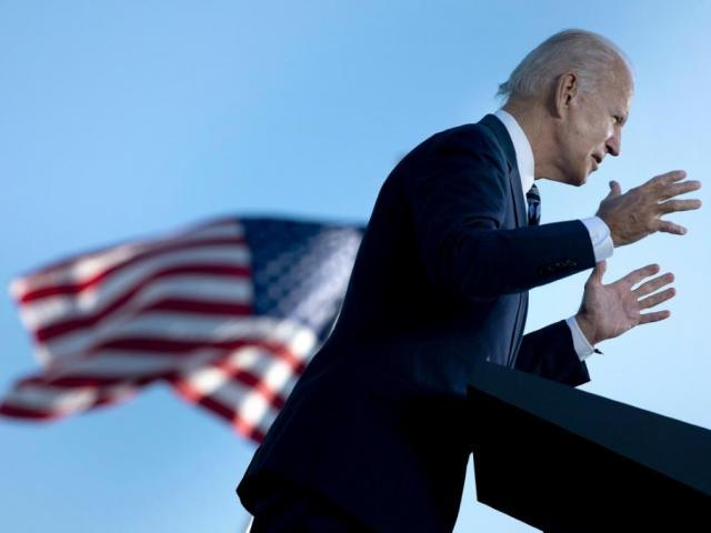 """Ông Biden tung 10 """"đòn"""" liên tiếp chống """"kẻ thù nguy hiểm"""" trong lòng nước Mỹ"""