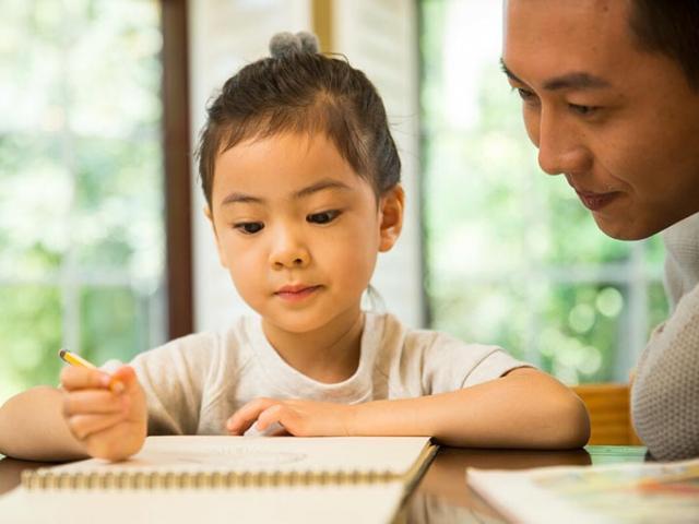 """Để trở thành cha mẹ thông minh, hãy áp dụng """"1 việc cần, 1 việc không nên, 1 việc nên"""""""