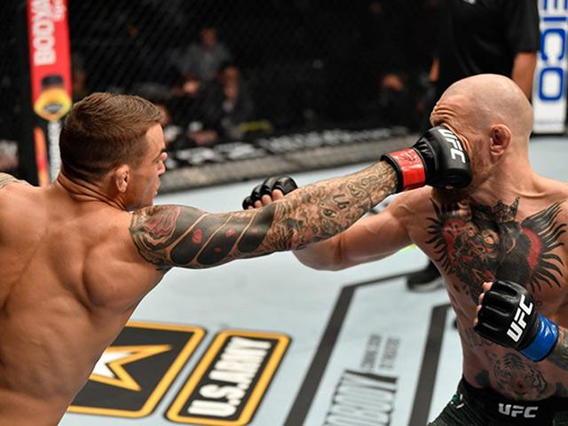 """Địa chấn: """"Gã điên UFC"""" McGregor bị knock-out sau """"mưa đòn"""" của Poirier"""