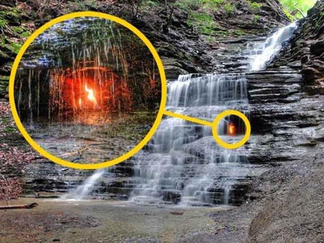 Ngọn lửa vĩnh cửu cháy bên trong thác nước, du khách được dặn nhớ mang theo bật lửa