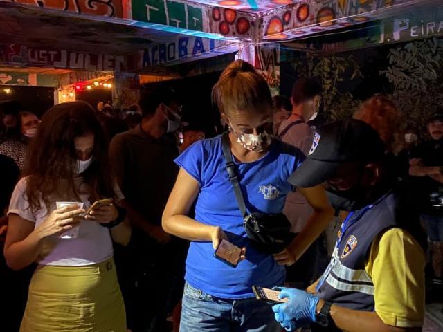 """Mở tiệc trong quán bar giữa đại dịch COVID-19, hàng loạt dân chơi """"gãy cánh"""""""