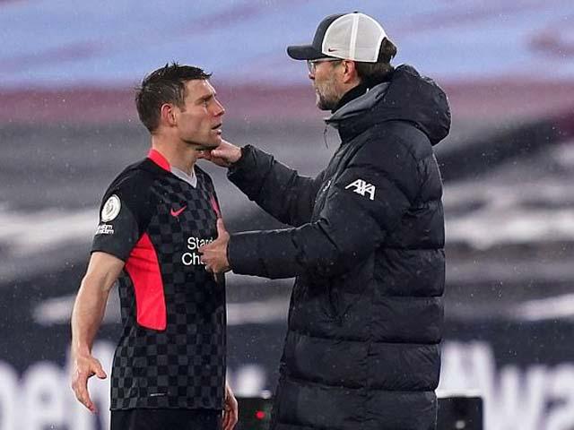 HLV Klopp lý giải màn tranh cãi với Milner, Salah tố VAR hại Liverpool