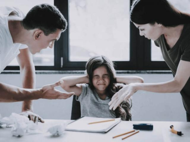 """Những lời nói """"độc hại"""" các bậc phụ huynh không nên nói với con trẻ"""