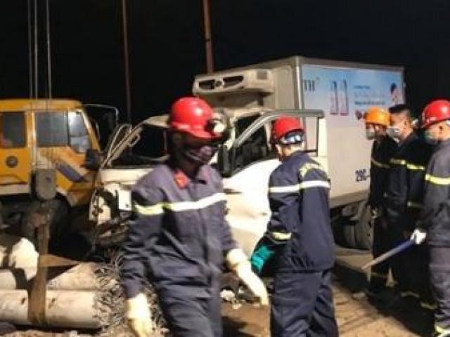 Xe tải và xe máy đâm nhau trong đêm, 3 người thiệt mạng
