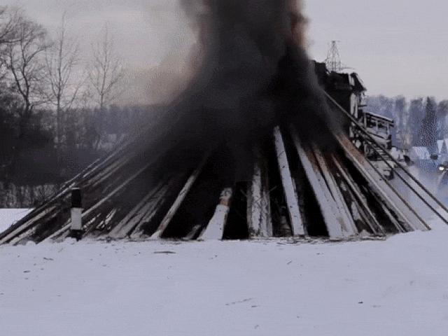 Thót tim xem xe tăng Nga vượt chướng ngại vật