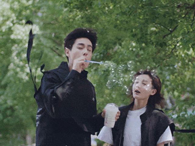 Phim Trung Quốc lừa khán giả lộ liễu: Uống trà sữa thổi ra bong bóng, rửa ruột bằng nước rửa bát