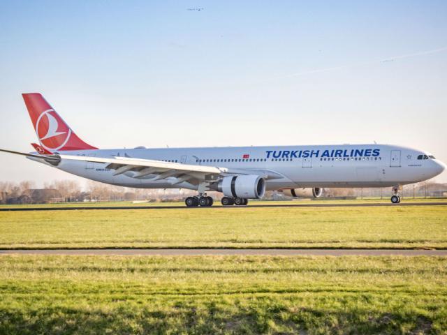 """Thiếu niên """"bám càng"""" máy bay trong hành trình 8.000km từ Kenya đến Hà Lan"""