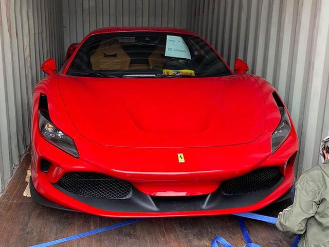 Siêu xe Ferrari F8 Tributo thứ 5 cập bến Việt Nam