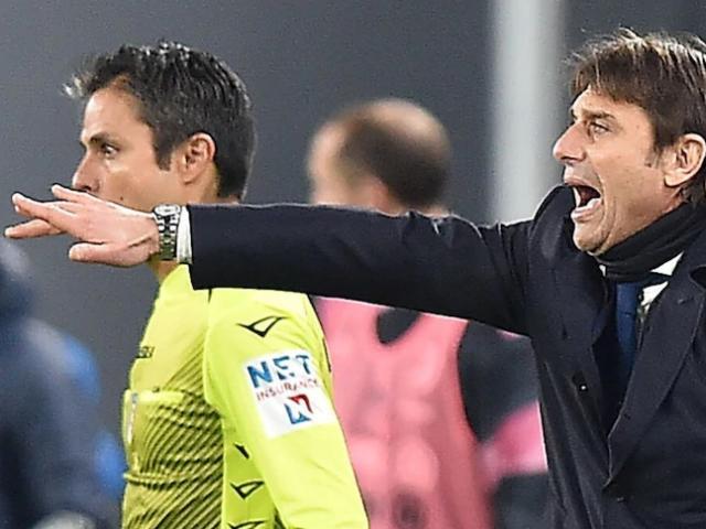 """Tranh cãi Juventus thoát penalty trước Inter Milan: HLV Conte nổi nóng chĩa """"ngón tay thối"""""""