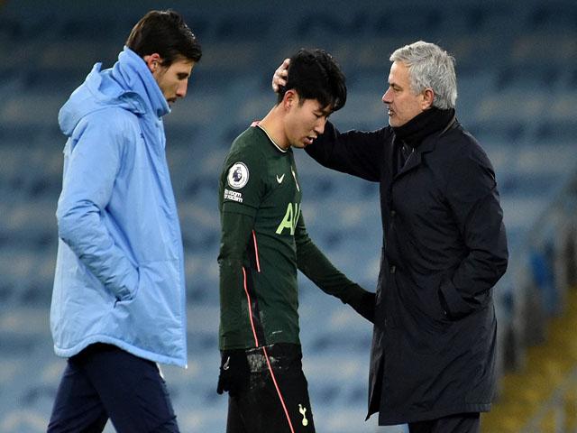 """Tottenham """"mắc bẫy"""" Mourinho: Khó sa thải, """"hủy hoại"""" Kane - Son Heung Min"""