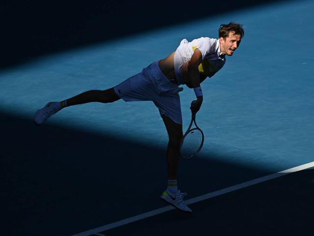 """3 set """"thần tốc"""", choáng váng 17 cú ace (Bán kết Australian Open)"""