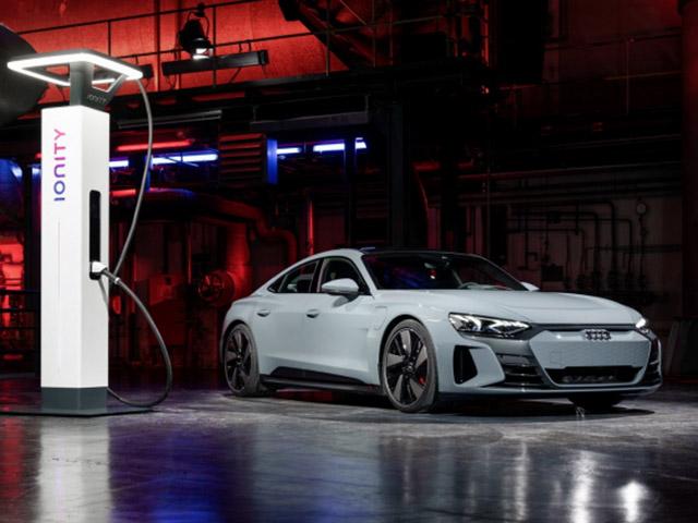 Audi E-Tron GT 2022 trình làng toàn cầu, thách đấu Porsche Taycan