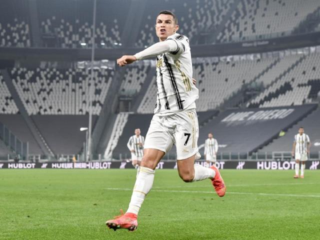 """Ronaldo bật nhảy như siêu nhân ghi 2 bàn đánh đầu, lập kỳ tích """"khủng"""""""