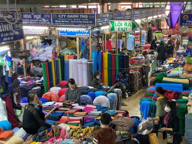 """Khung cảnh """"chưa từng có"""" tại chợ đầu mối lớn nhất Hà Nội"""