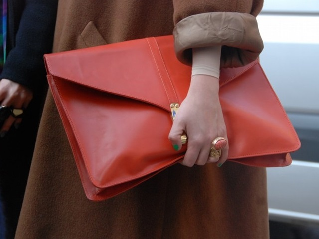 """Trend cũ lại mới: Túi xách """"khổng lồ"""" dường như muốn đựng cả thế giới"""