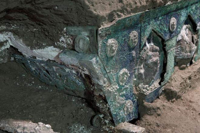 """""""Đỏ mặt"""" với báu vật nguyên vẹn từ thành phố bị chôn vùi 2.000 năm"""