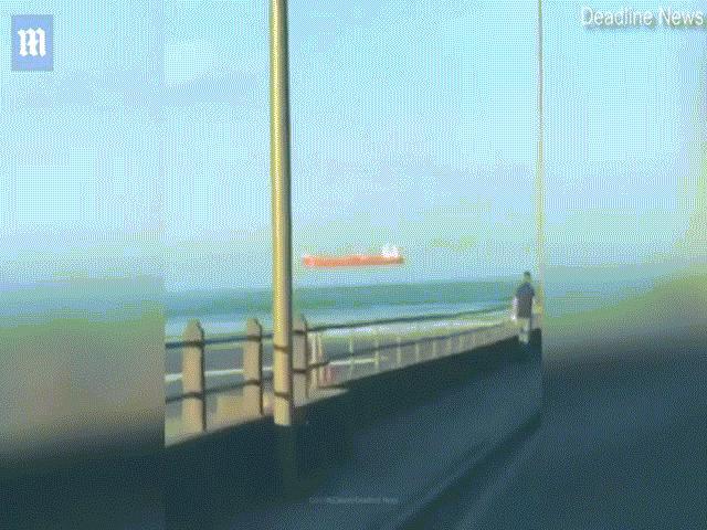 Video: Ngỡ ngàng sự thực phía sau hình ảnh con tàu bay lơ lửng giữa trời