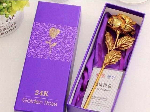 """Xuất hiện hoa hồng """"mạ vàng"""" giá chỉ 10.000 đồng/bông"""