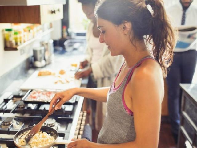 5 thực phẩm bạn tuyệt đối không được ăn sống