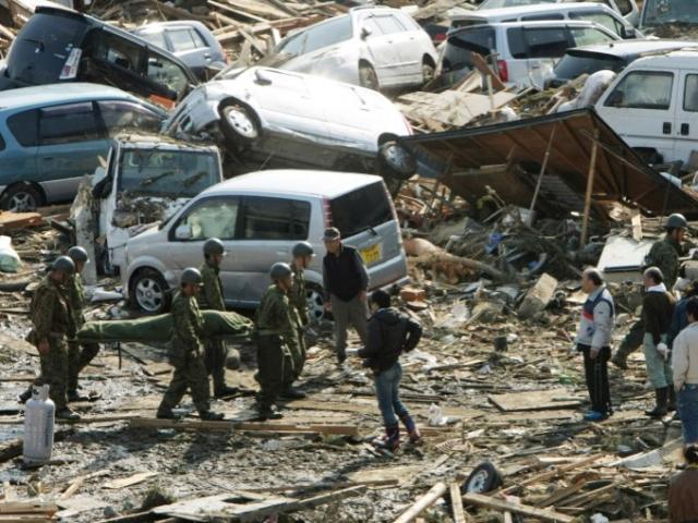 Sau 1 thập kỷ, hài cốt nạn nhân sóng thần Nhật Bản xuất hiện ở bờ biển
