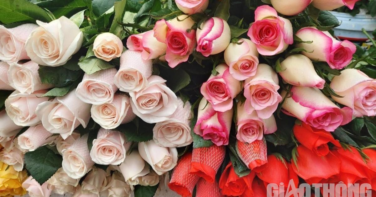 """Thị trường 8/3: Giá hoa tươi đắt """"cắt cổ"""", cả đời chưa từng thấy"""