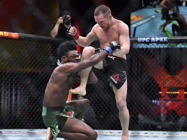 Ngã ngửa võ sỹ đá ngất đối thủ lại bị xử thua, mất luôn đai vô địch UFC