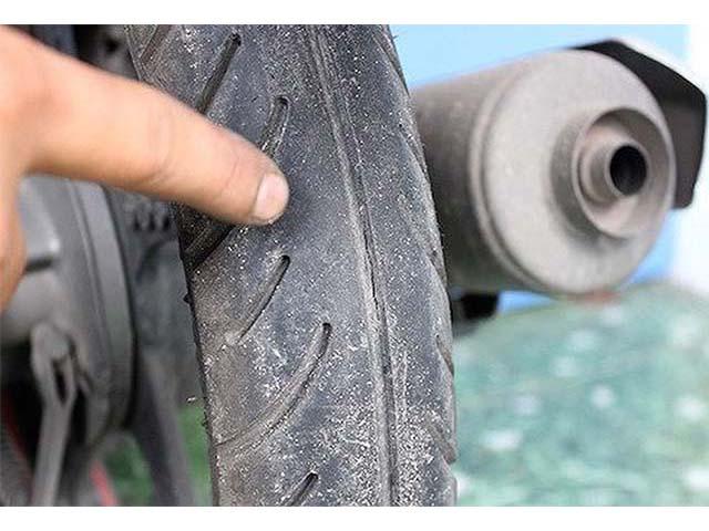 Đọc vị những dấu hiệu cần phải thay lốp xe máy ngay