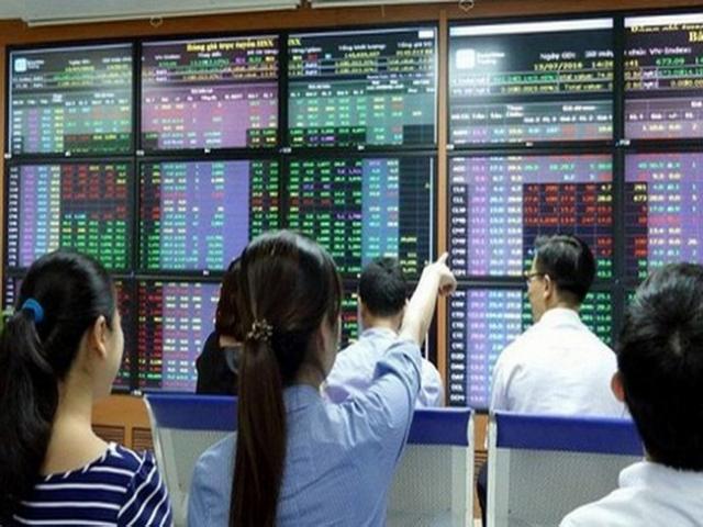 """Gom """"tiền dành dụm"""" đầu tư chứng khoán: Chỉ mong hơn lãi suất tiết kiệm!"""