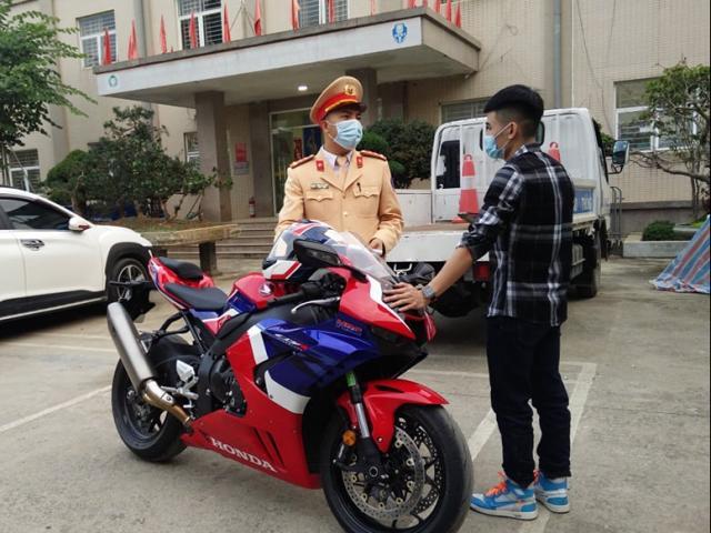 Xử phạt 10,5 triệu đồng thanh niên phóng mô tô tốc độ 299km/h trên Đại lộ Thăng Long